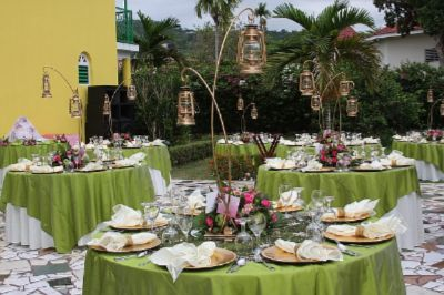 Wedding Table Setting 18 of 29