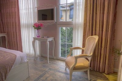 Pink Coloured Superior Room 5 of 17