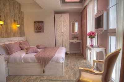 Pink Coloured Superior Room 6 of 17