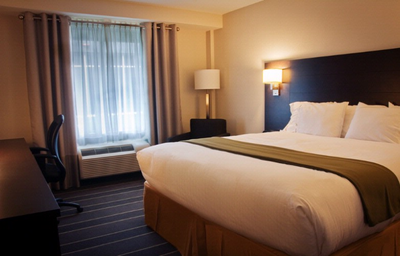 Our Executive King Guestroom Is Ideal For The Business Traveller. 9 of 10