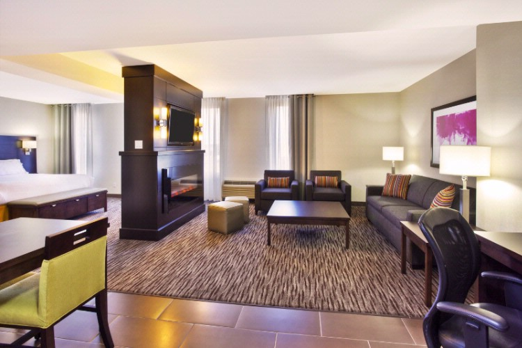 Relax In Luxury And Comfort In Our Executive King Suite. 10 of 10
