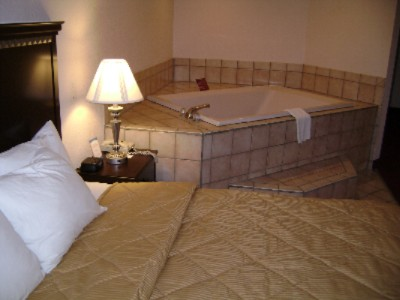 One Bedroom Whirlpool Suite 4 of 8