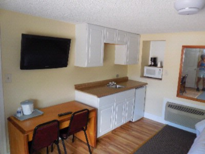 2 Bedroom Cottage Kitchenette 10 of 16