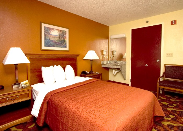 Regular One Bed Guestroom.2 16 of 31