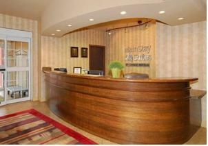Lobby Front Desk 12 of 16