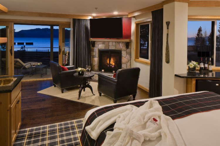 Premium Lakefront Suite 8 of 11