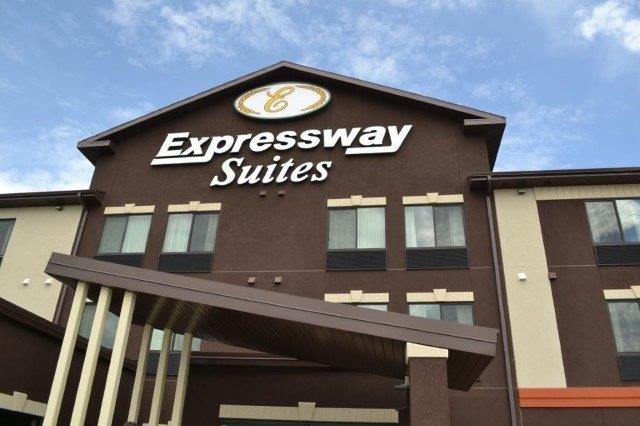 Expressway Suites of Grand Forks 1 of 11