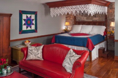 Crimson Dove Suite -King Bed 4 of 5