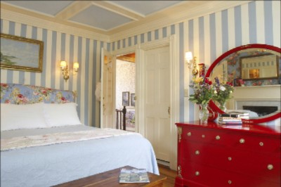Red Dahlia King Deluxe Room 10 of 11