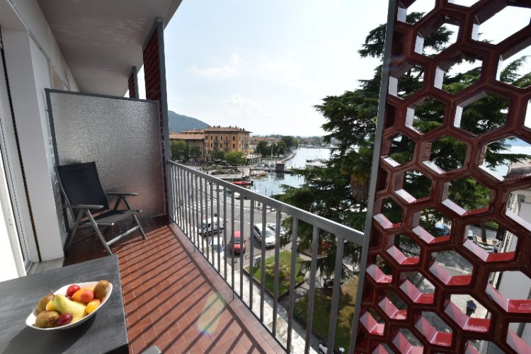 Furnished Balcony With Harbour View (Rooms With Balcony And Harbour View Example) 4 of 6