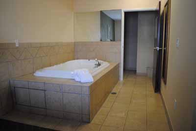 Jacuzzi Suite 6 of 13