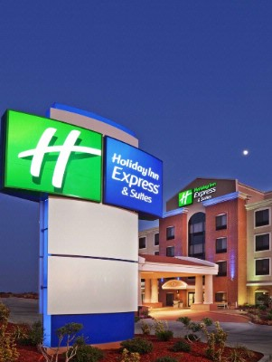Holiday Inn Express And Suites Front 3 of 5
