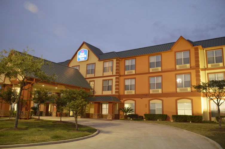 Best Western Plus Hobby Airport Inn & Suites 1 of 13