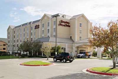 Hampton Inn & Suites Austin Airport 1 of 13