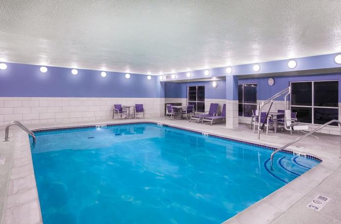 Relax And Unwind In Our Heated Indoor Pool And Hot Tub! 12 of 13