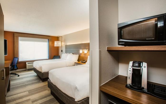 Traveling As A Family? Our Rooms Feature A Microwave Mini-Fridge And Keurig Coffee Maker! 4 of 13