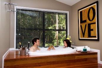 All Cabins Have A 2 Person In Cabin Spa 10 of 15