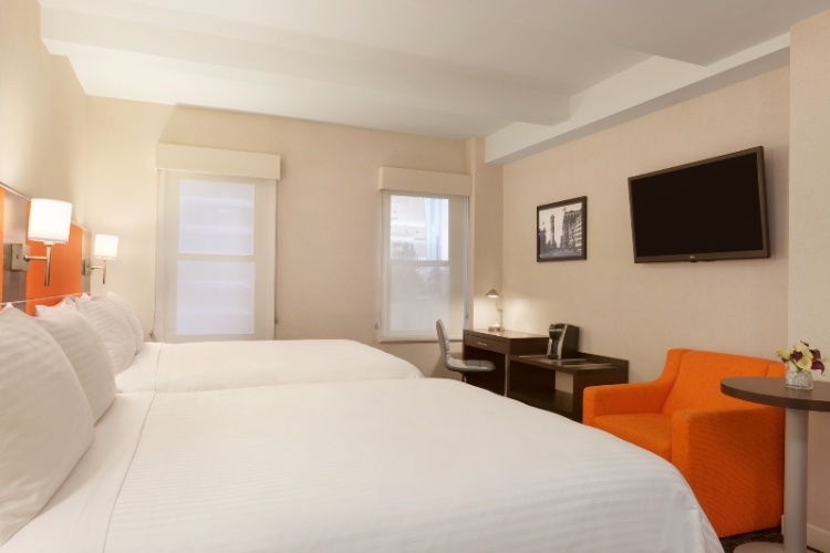 Signature Double Guestroom 7 of 12