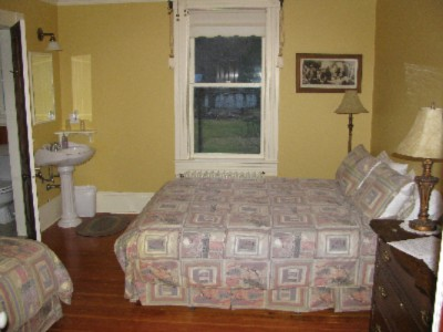 Room 4 -Queen And Single W/ Ensuite 14 of 31