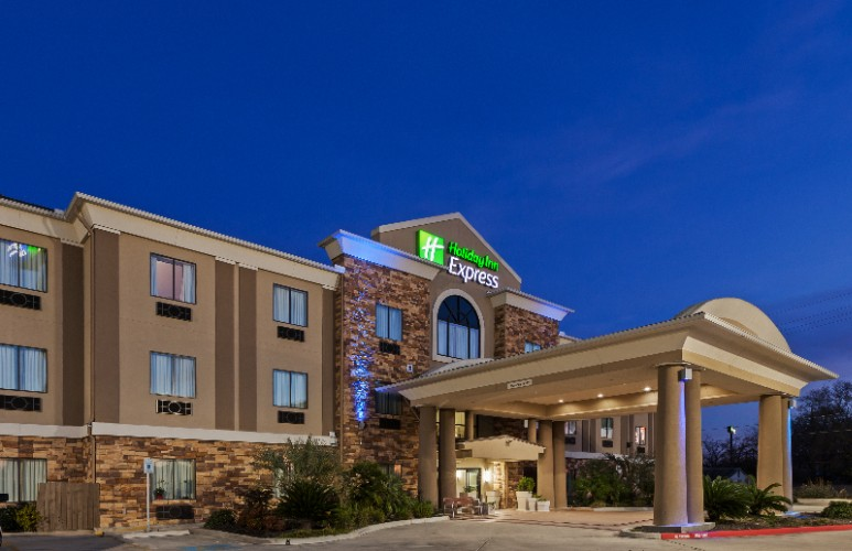 Holiday Inn Express & Suites 1 of 23