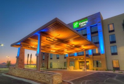 Holiday Inn Express & Suites Phoenix North / Scott 1 of 8