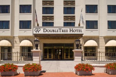 Doubletree Washington Entrance 2 of 9