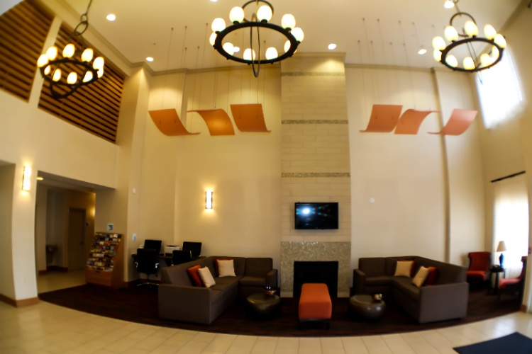 Lobby & Lounge 5 of 9