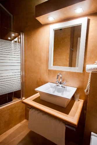 Bathroom 17 of 18