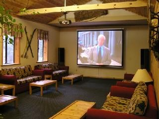 Large Screen Room With 10ft Screen And Surround Sound. 6 of 9