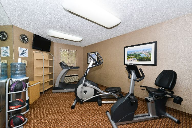 Fitness Room 7 of 22