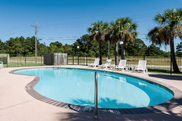 Outdoor Pool Area 11 of 26