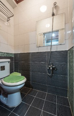 Twin B Private Bathroom 10 of 16
