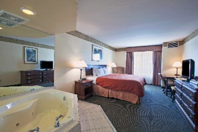 Jacuzzi Suite 3 of 7