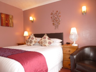 En Suite Double Room With King Size Bed 6 of 31