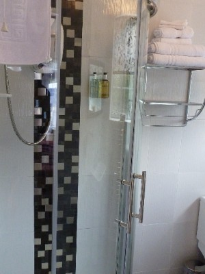 En Suite Shower Room 9 of 31