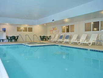 Howard Johnson Inn & Suites Indoor Heated Swimming Pool & Jacuzzi