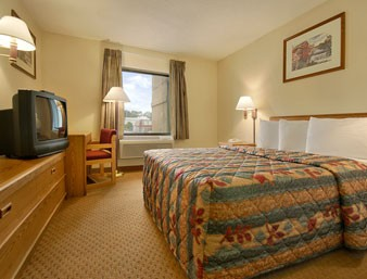Deluxe Room With 1 King Bed 3 of 9