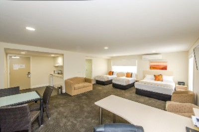 Belconnen Way Hotel Motel & Serviced Apartments 1 of 5