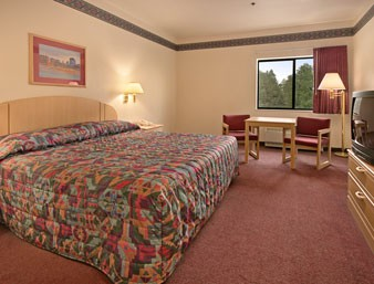 Standard Room With 1 King Or 2 Queen Beds 5 of 7
