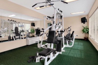 Fitness Center 9 of 10