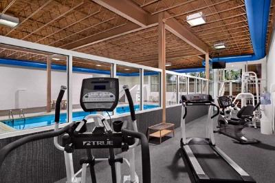 Fitness Center 10 of 18