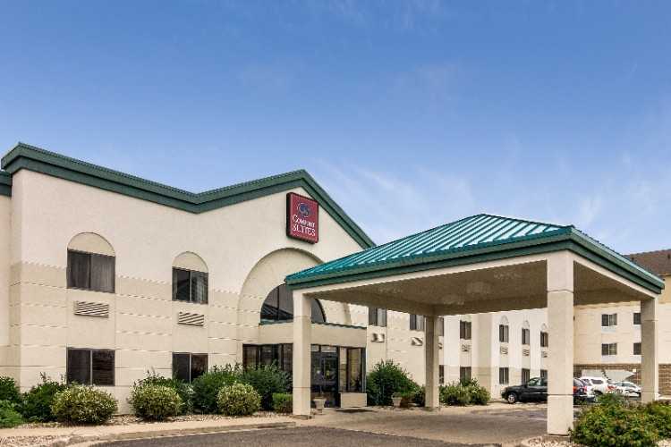 Comfort Suites Bismarck 1 of 11