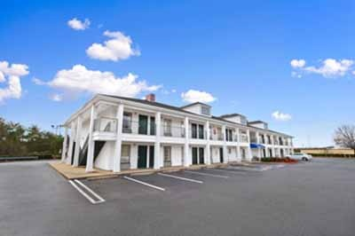 Baymont Inn & Suites Forest City 1 of 3