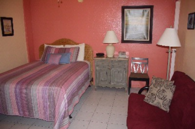 Room With Queen Bed 4 of 6
