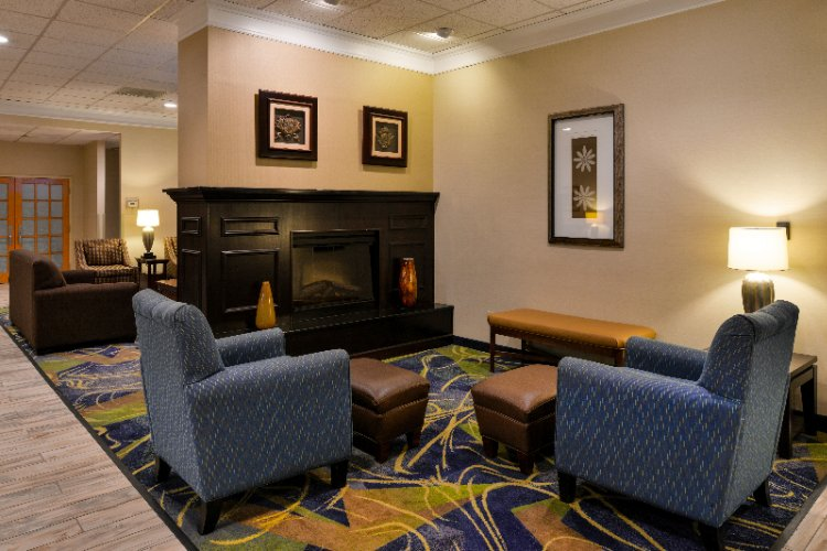 Sit And Relax In Our Lobby Where You Can Watch Tv Read A Complimentary Newspaper And Enjoy A Fresh Cup Of Coffee 24/7 (And Freshly Popped Popcorn Each Afternoon). 3 of 14