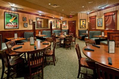 Houlihan\'s Dining Room 14 of 15