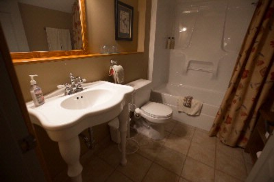 Bathrooms With Heated Floors 9 of 16
