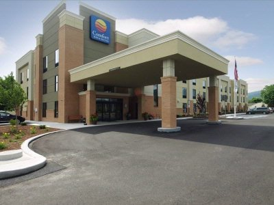 Comfort Inn & Suites 1 of 21