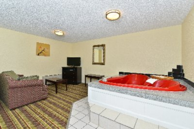 Spacious Suite With Hot Tub 11 of 14