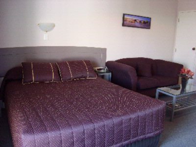 Studio Unit With Super King Size Bed 18 of 29